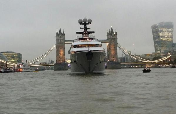 """רק 70 מיליון ליש""""ט והיא שלכם. היאכטה במימי לונדון. באדיבות הטוויטר של @BigCatCountry"""