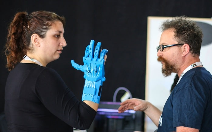 אירוע TOM שנערך השבוע בתל אביב - הדפסת יד חלופית במדפסת תלת מימד, שתסייע לבעלי מוגבלויות
